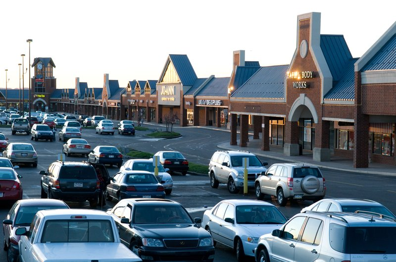 Candlewood Suites Pittsburgh-Airport-Robinson Towne Center.  Shopping and eating within 2 mile of hotel<br/>Image from Leonardo