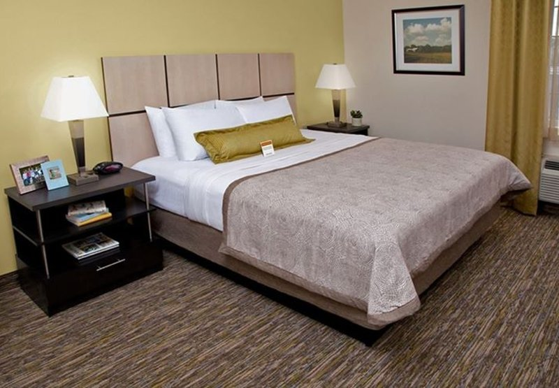 Candlewood Suites Pittsburgh-Airport-Studio Suite with Queen Bed<br/>Image from Leonardo