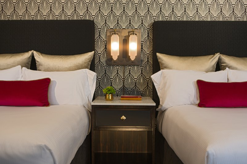 Hotel Allegro; A Kimpton Hotel - Double Bed Guest Room <br/>Image from Leonardo