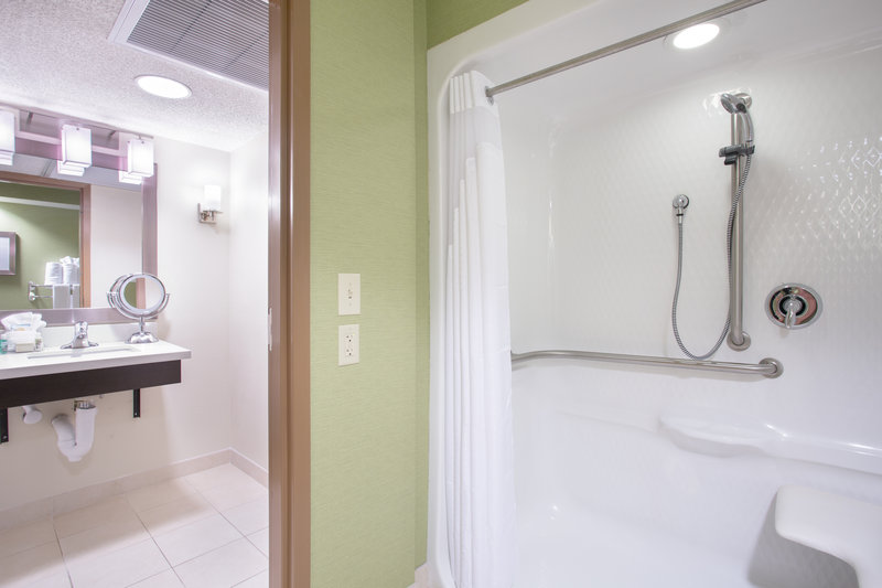 Holiday Inn Little Rock - Airport - Conf Ctr-Guest Bathroom<br/>Image from Leonardo
