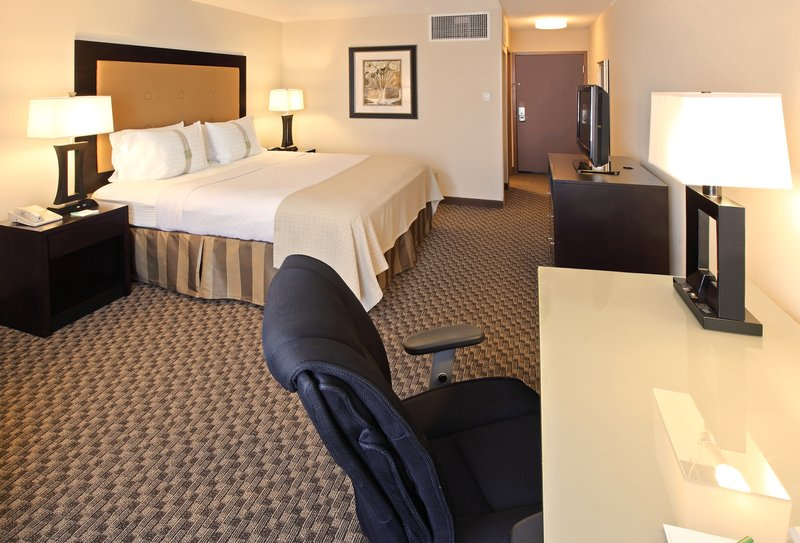 Holiday Inn Little Rock - Airport - Conf Ctr-King Bed Guest Room complete with business desk.<br/>Image from Leonardo
