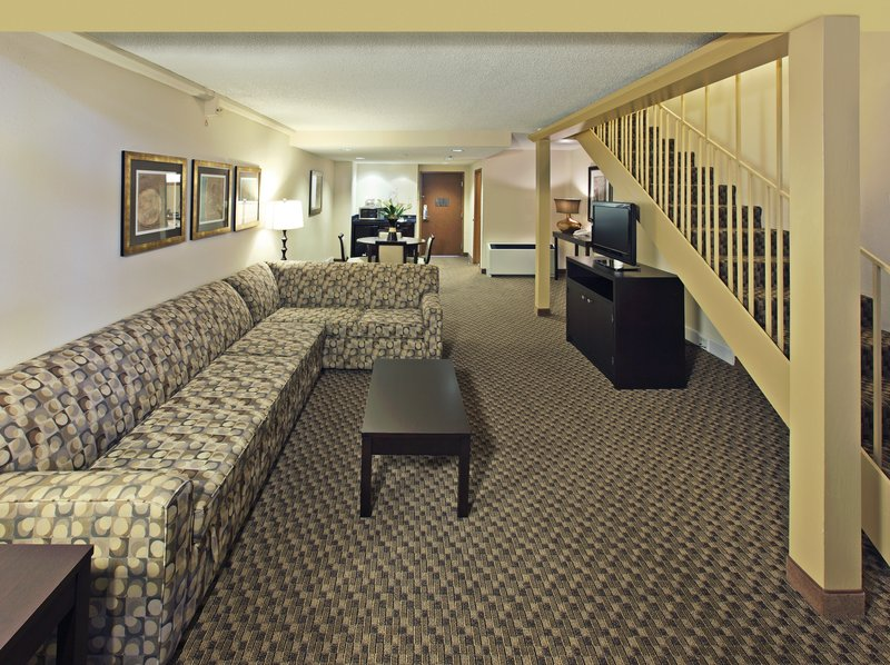 Holiday Inn Little Rock - Airport - Conf Ctr-Loft Suite with the king bedroom upstairs.<br/>Image from Leonardo