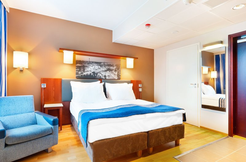 Holiday Inn Tampere - Central Station-Your accessible guest room can be connected with assistant's room<br/>Image from Leonardo
