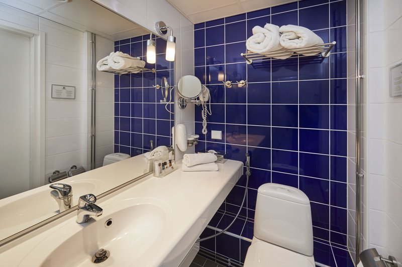 Holiday Inn Tampere - Central Station-Executive room's bathroom offers additional amenities<br/>Image from Leonardo