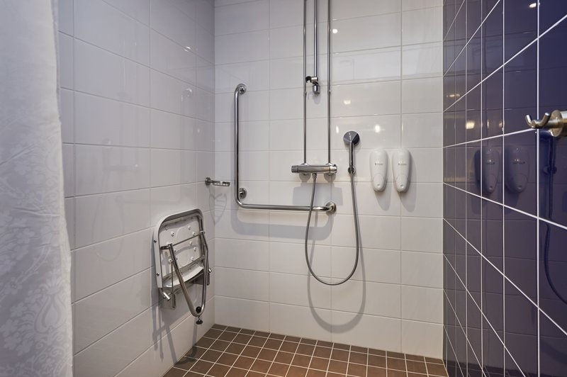 Holiday Inn Tampere - Central Station-Your accessible room's bathroom<br/>Image from Leonardo