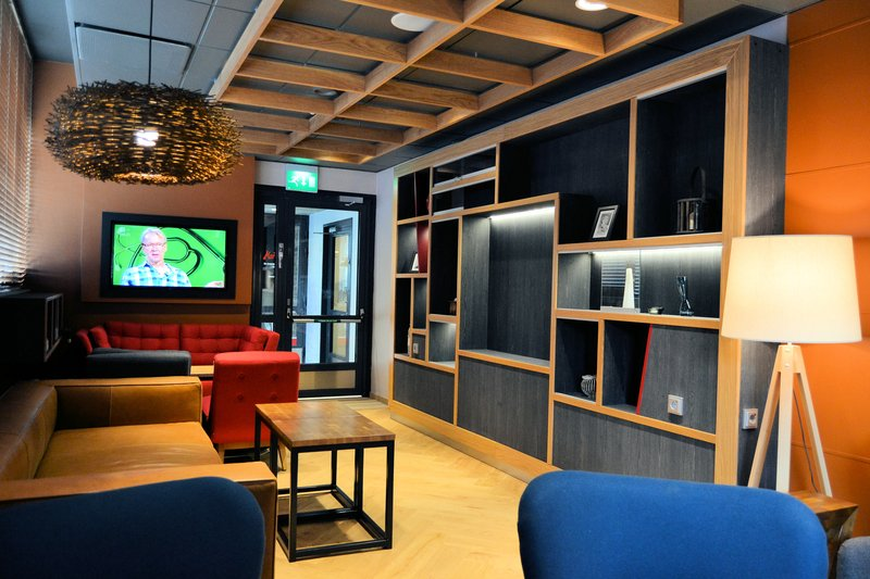 Holiday Inn Tampere - Central Station-At our Gallery Lobby you can read your daily newspaper and relax.<br/>Image from Leonardo