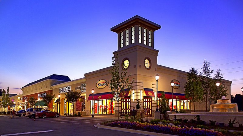Candlewood Suites Knoxville-Nearby Turkey Creek has lots of great shopping to indulge in!<br/>Image from Leonardo