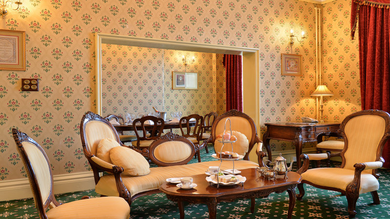Holiday Inn Sheffield-Relax and unwind in the living room of the 1862 Suite<br/>Image from Leonardo
