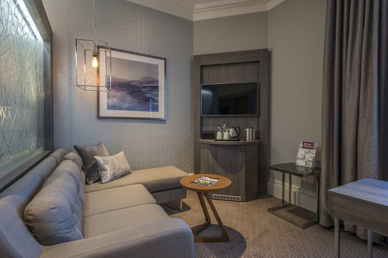Holiday Inn Sheffield-Our Junior suite comes with its very own lounge<br/>Image from Leonardo