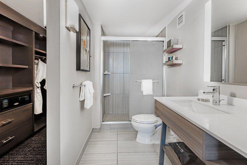 Crowne Plaza Downtown Denver-Presidential Room Bathroom<br/>Image from Leonardo