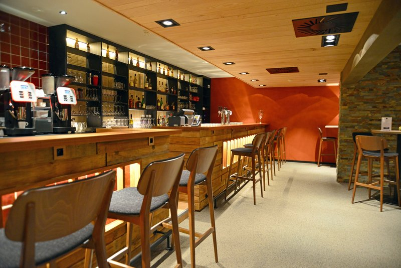 Holiday Inn Express Gent-Enjoy a Belgian Beer at at the Bar of Brasserie D-LYS<br/>Image from Leonardo