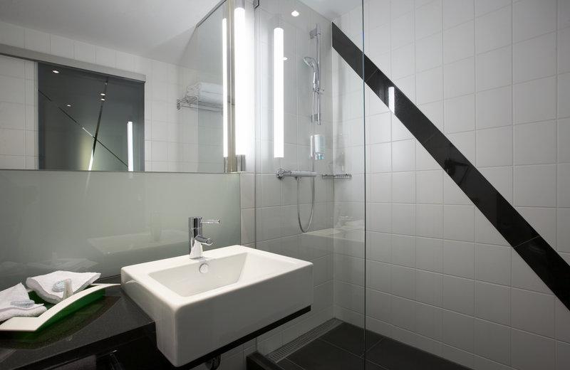 Holiday Inn Bern - Westside-Guest Bathroom<br/>Image from Leonardo
