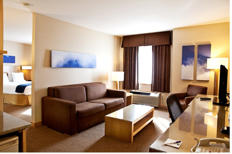 Holiday Inn Express & Suites Langley-Jacuzzi Suite<br/>Image from Leonardo
