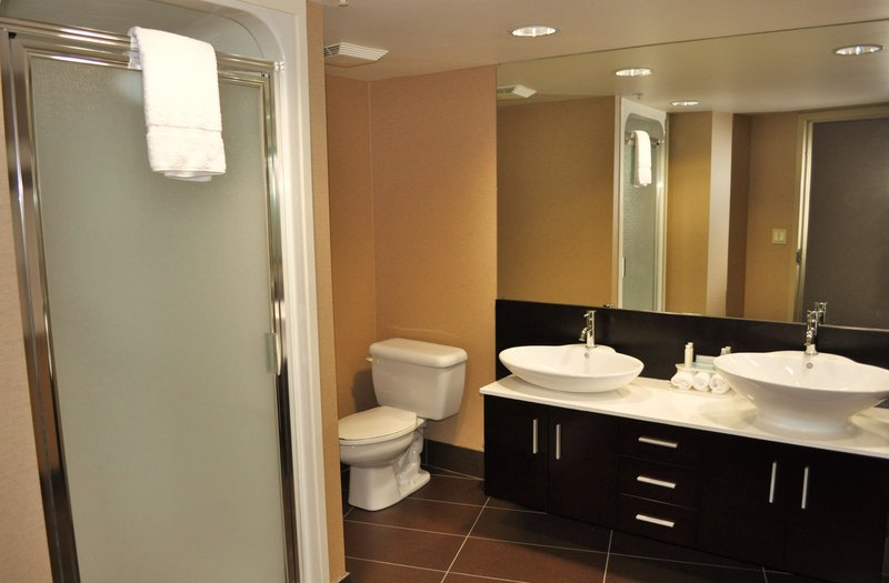 Holiday Inn Express & Suites Langley-Renovated Presidential Suite<br/>Image from Leonardo