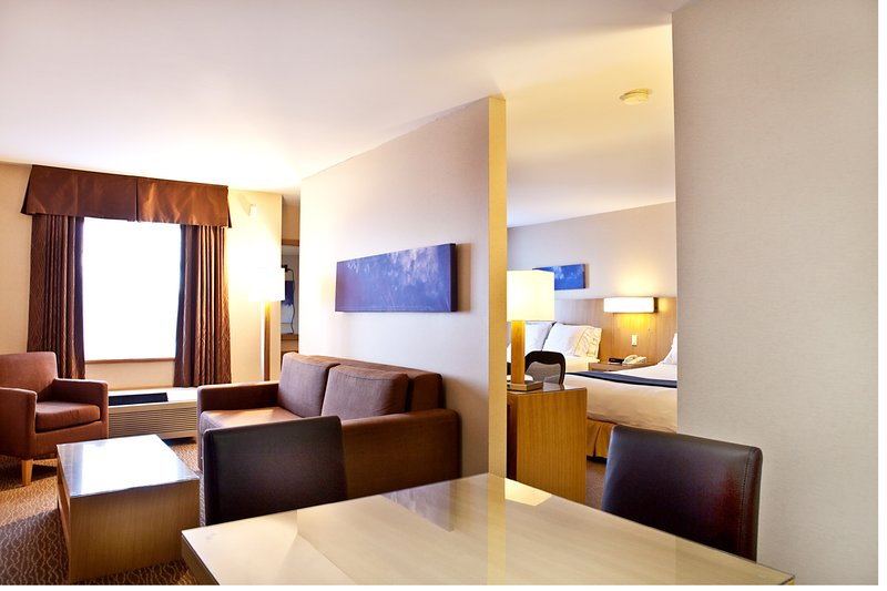 Holiday Inn Express & Suites Langley-Renovated Family Suite<br/>Image from Leonardo