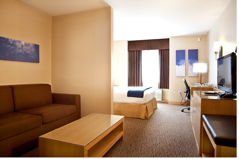 Holiday Inn Express & Suites Langley-Renovated Junior Suite<br/>Image from Leonardo