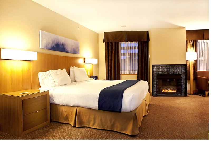 Holiday Inn Express & Suites Langley-Presidential Suite with Fire Place, Jet Tub, Bar Counter<br/>Image from Leonardo