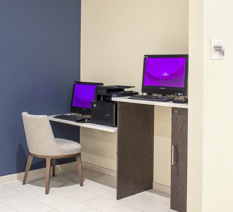Crowne Plaza Hotel & Suites Pittsburgh South-Business Center<br/>Image from Leonardo