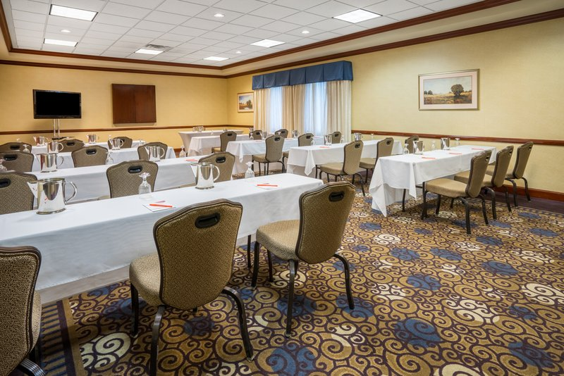 Crowne Plaza Hotel & Suites Pittsburgh South-Harrisburg Room<br/>Image from Leonardo