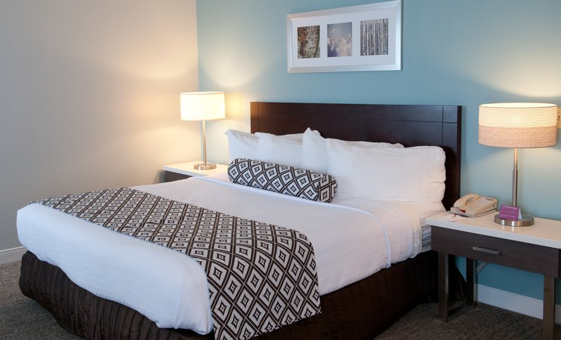 Crowne Plaza Hotel & Suites Pittsburgh South-King Bed Guest Room Accessible<br/>Image from Leonardo