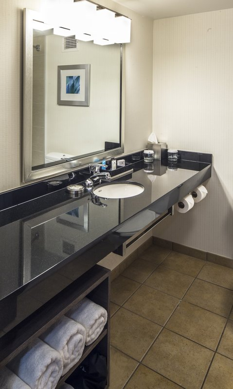 Crowne Plaza Hotel & Suites Pittsburgh South-Guest Bathroom<br/>Image from Leonardo