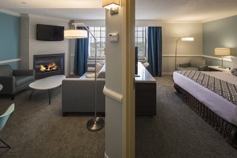 Crowne Plaza Hotel & Suites Pittsburgh South-King Suite with Fireplace<br/>Image from Leonardo