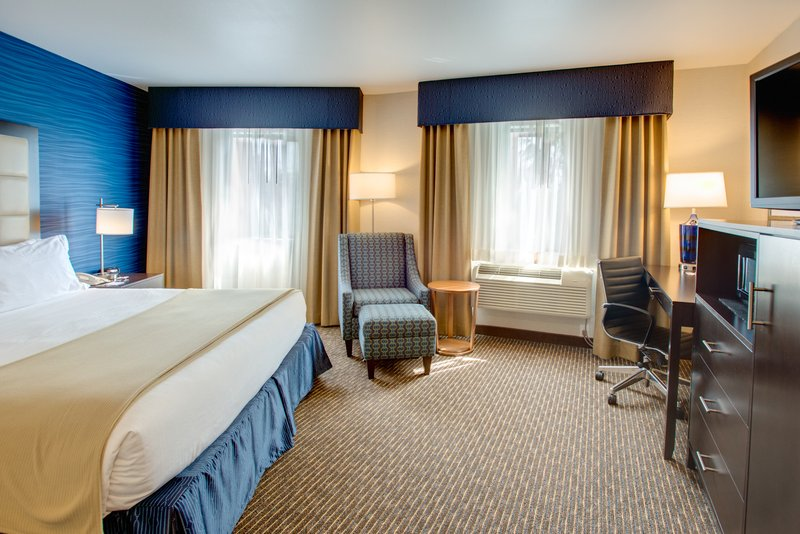Holiday Inn Express Bellingham-Deluxe King Bed Guest Room<br/>Image from Leonardo