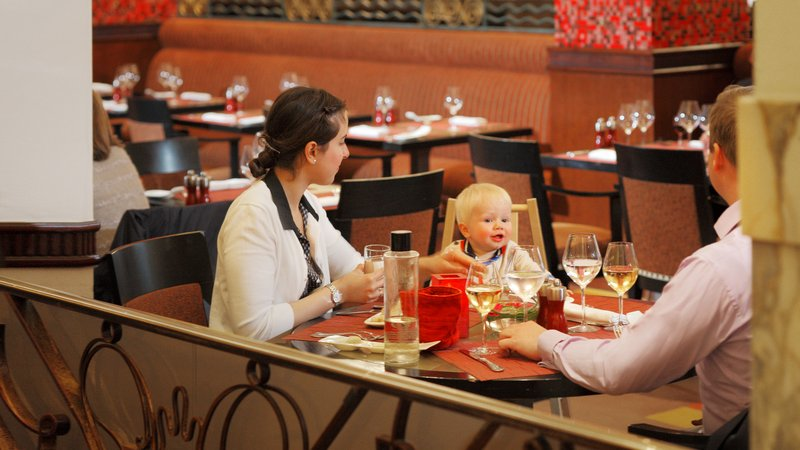 Crowne Plaza Brussels - Le Palace-Family healthy dinner at