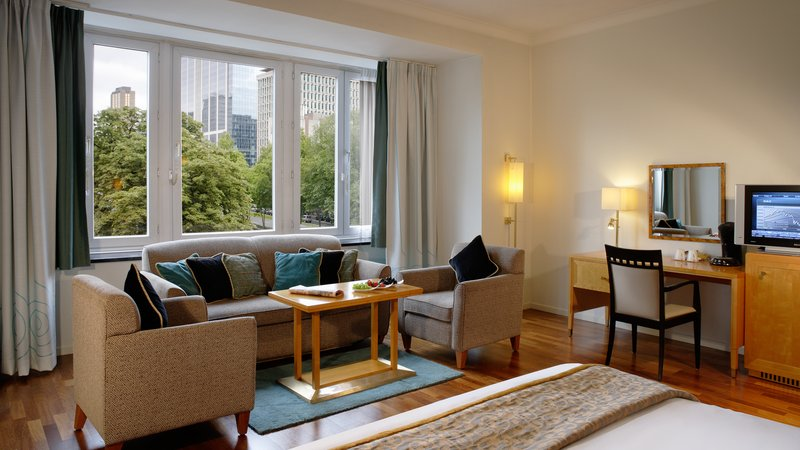 Crowne Plaza Brussels - Le Palace-Spacious Junior Suite with view on the Botanical Garden<br/>Image from Leonardo