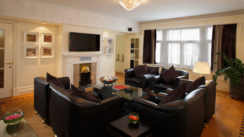 Crowne Plaza Brussels - Le Palace-Elegant and cosy Living room of Presidential Suite<br/>Image from Leonardo