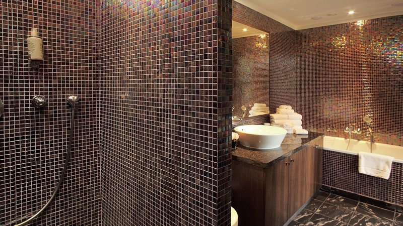 Crowne Plaza Brussels - Le Palace-Suites fancy bathrooms<br/>Image from Leonardo