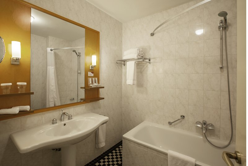 Crowne Plaza Brussels - Le Palace-Guest Bathroom<br/>Image from Leonardo