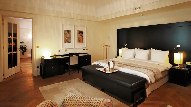 Crowne Plaza Brussels - Le Palace-Luxurious spacious bedroom of the Presidential Suite<br/>Image from Leonardo