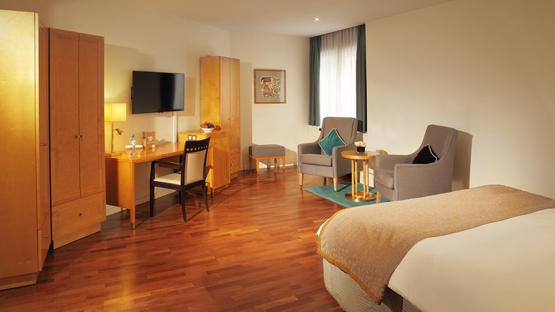 Crowne Plaza Brussels - Le Palace-Wheelchair Accessible Room<br/>Image from Leonardo