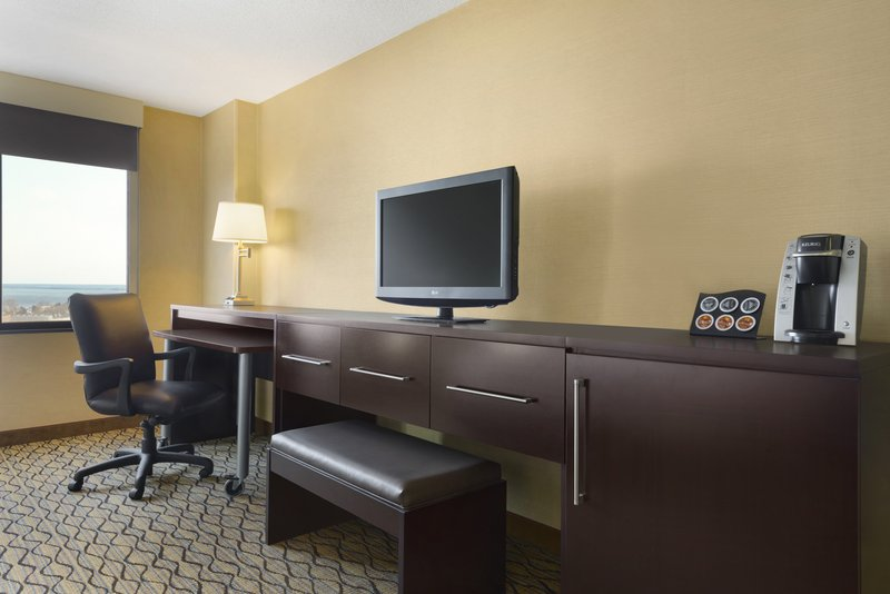 Holiday Inn Hotel & Suites Duluth-Downtown-Executive Room<br/>Image from Leonardo
