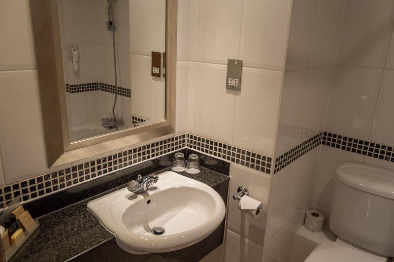 Holiday Inn Leeds - Garforth-3 of 15 Executive Rooms have Bathroom<br/>Image from Leonardo