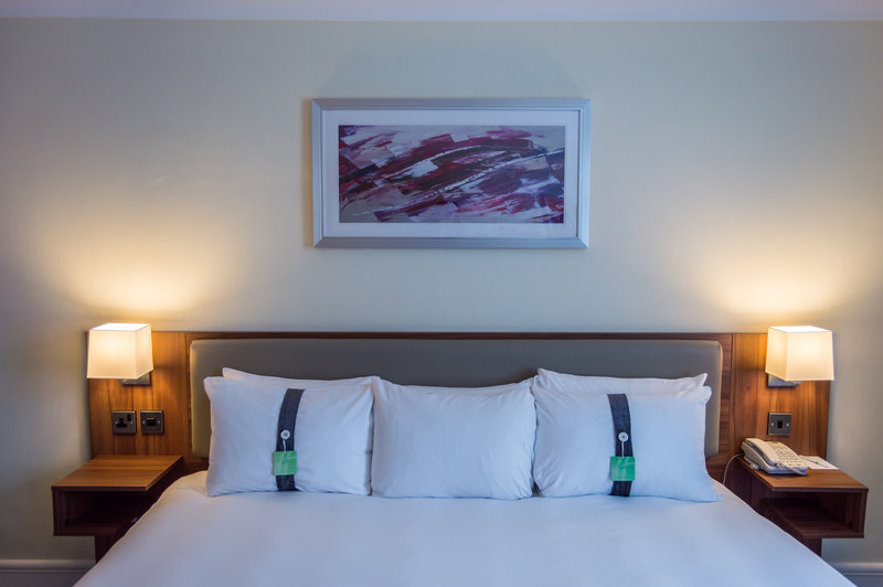 Holiday Inn Leeds - Garforth-Executive Super King Bed - 3 of our Executive rooms are superking<br/>Image from Leonardo