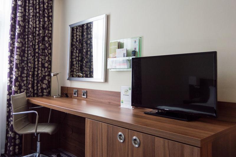 Holiday Inn Leeds - Garforth-Work desk with Freeview Flat Screen TV<br/>Image from Leonardo