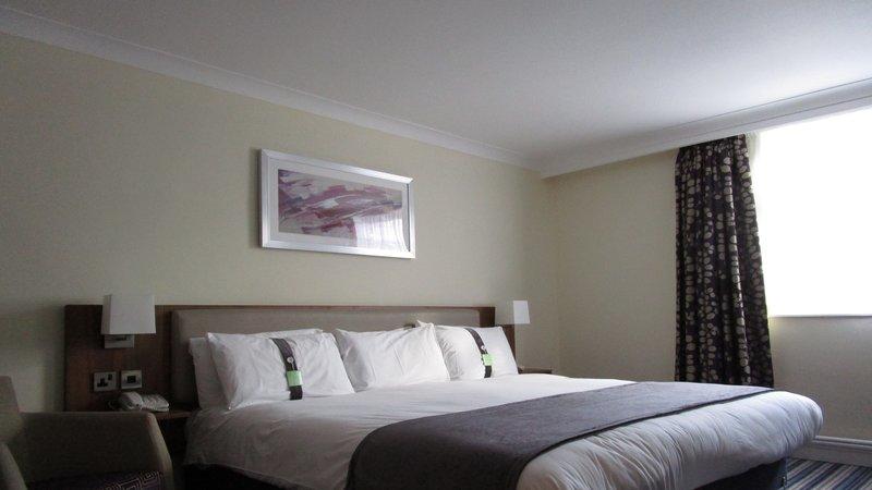 Holiday Inn Leeds - Garforth-KING BED EXECUTIVE BEDROOM<br/>Image from Leonardo