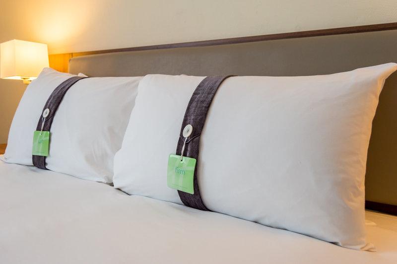 Holiday Inn Leeds - Garforth-King Size Bed<br/>Image from Leonardo