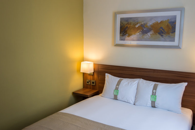 Holiday Inn Leeds - Garforth-Double Bedroom<br/>Image from Leonardo