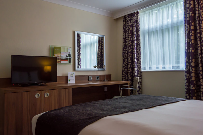 Holiday Inn Leeds - Garforth-Executive Double with King Size Bed<br/>Image from Leonardo