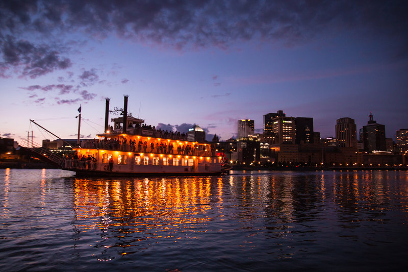 Holiday Inn St. Paul Downtown-Padelford Riverboat<br/>Image from Leonardo