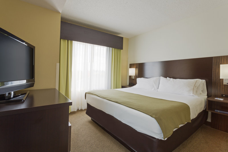 Holiday Inn Express & Suites Tampa-I-75 @ Bruce B. Downs-Two King, Three Room, Presidential Suite<br/>Image from Leonardo