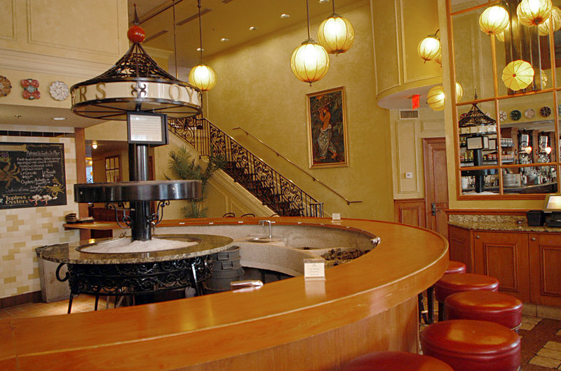 Astor Crowne Plaza French Quarter - Astor Crowne Plaza Hotel - Bourbon House OysterBar <br/>Image from Leonardo