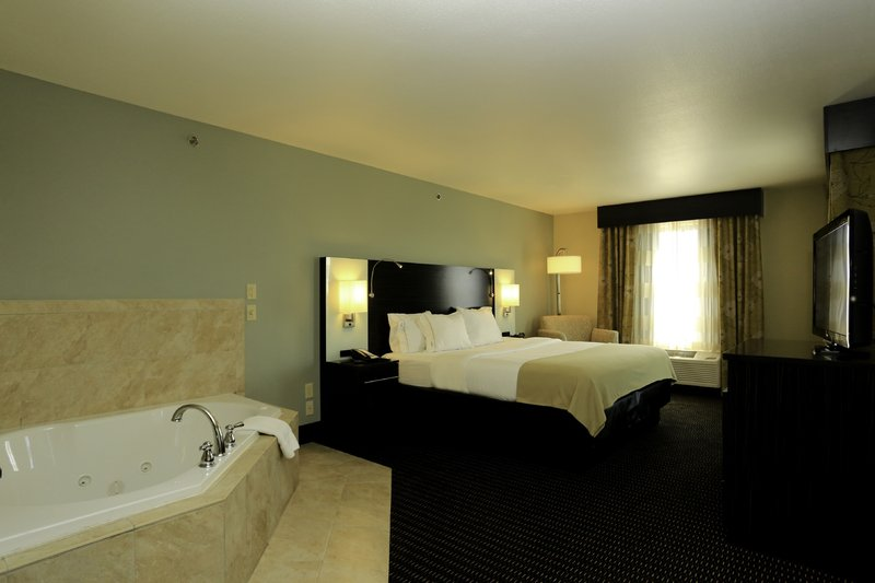 Holiday Inn Express & Suites Marion Northeast-Jacuzzi Suite<br/>Image from Leonardo