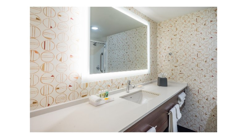 Holiday Inn Roanoke - Valley View-The lighting in our bathrooms show off all of your best features.<br/>Image from Leonardo