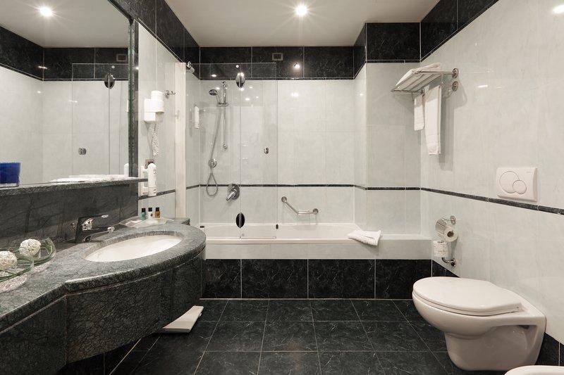 Holiday Inn Turin - Corso Francia-Bathtub<br/>Image from Leonardo