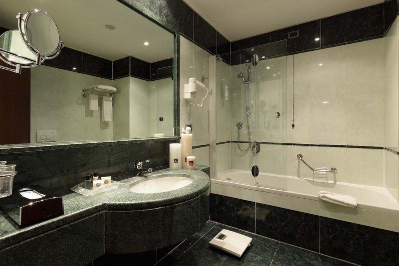 Holiday Inn Turin - Corso Francia-executive guest bathroom<br/>Image from Leonardo