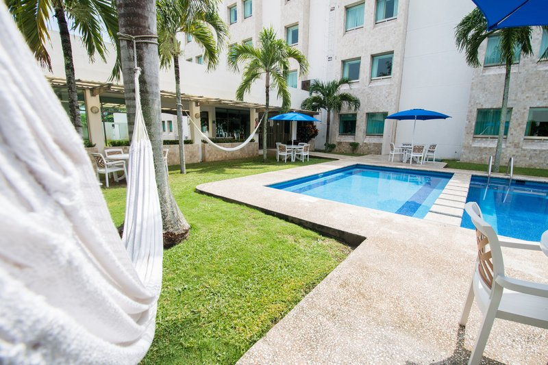 Holiday Inn Express Paraiso Dos Bocas-Swimming Pool<br/>Image from Leonardo
